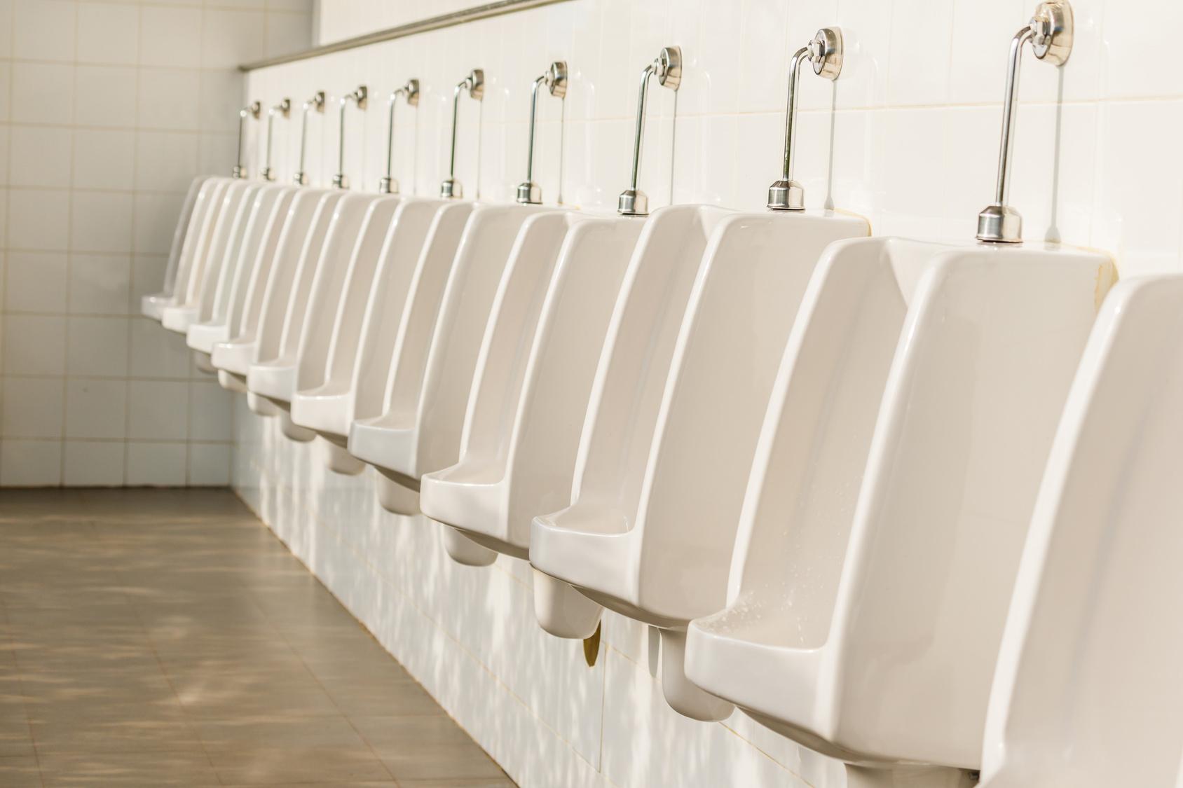 waterless urinals and urine splash back