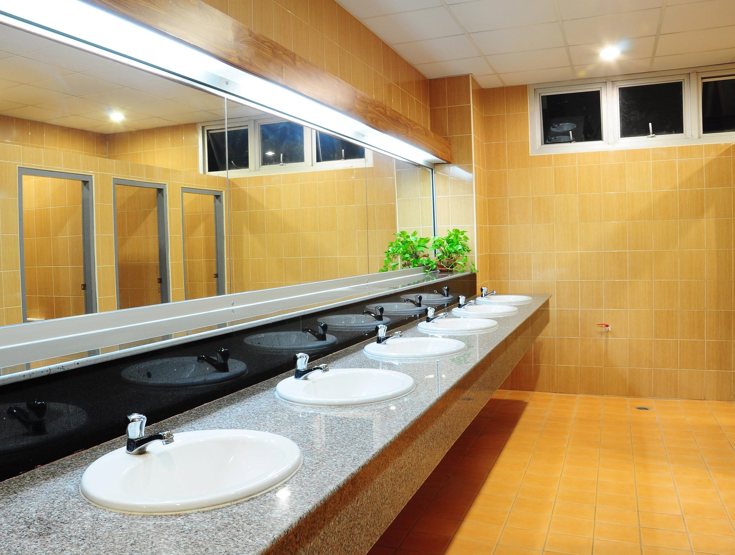hotel bathroom, hotel water consumption