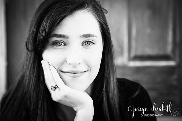 Sharing some more of Miranda's senior pictures today!  Make sure to follow me so see more of my recent shoots ♥️ #family #seniorportrait #seniorphotography #seniorpictures #stl #stlphotography #stlphotographer #waterloo #waterloophotographer #waterloophotography #paigeelisabethphotography #follow #followme #doubletap #photoglife #photolife