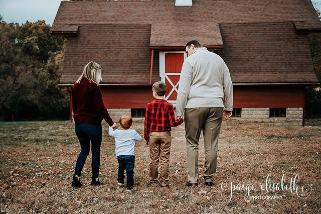 One of my favorites from my most recent shoot with the House family! The time change really threw us off, but luckily we were still able to get some great shots for the family! • I'm still booking shoots for this year and into next year! If you would like to plan a session send me a message and we can get it set up! •  #family #familyportrait #familyphotography #familypictures #stl #stlphotography #stlphotographer #waterloo #waterloophotographer #waterloophotography #paigeelisabethphotography #follow #followme #doubletap #photoglife #photolife