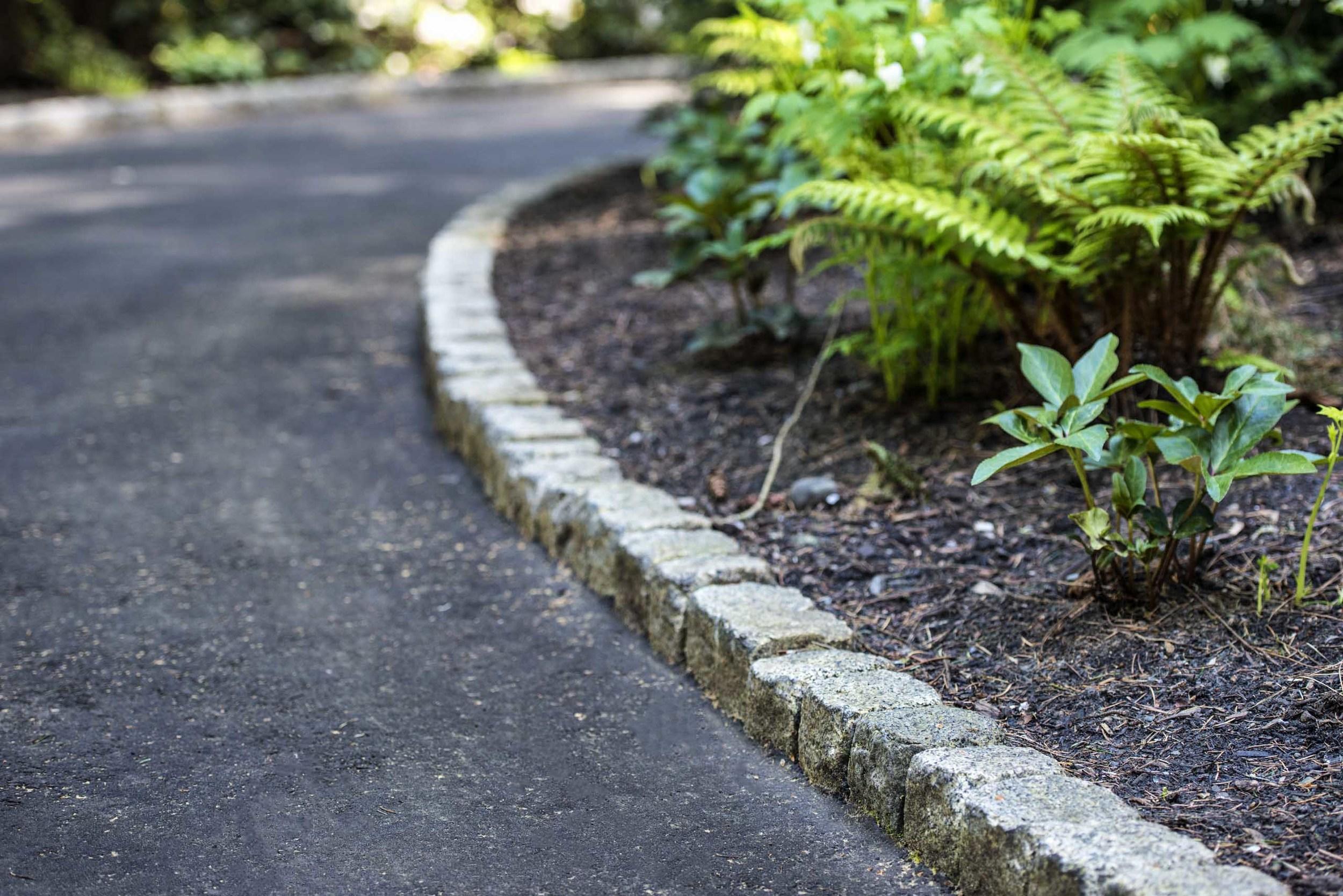 vertical-granite-cobble-curb-3