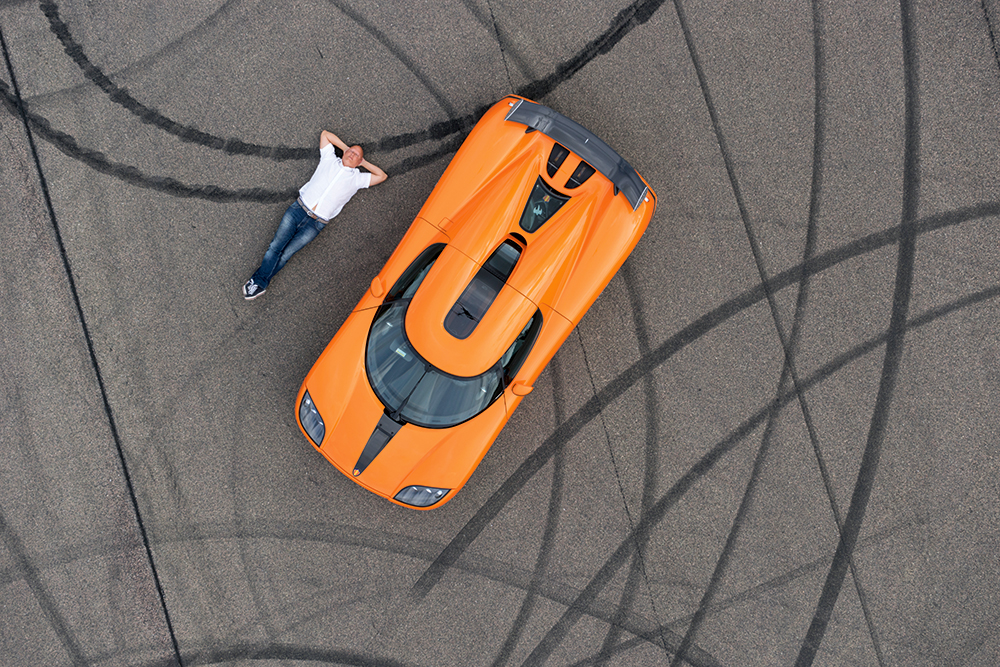 Anders_Andersson-sports-car-and-tyre-tracks.jpg