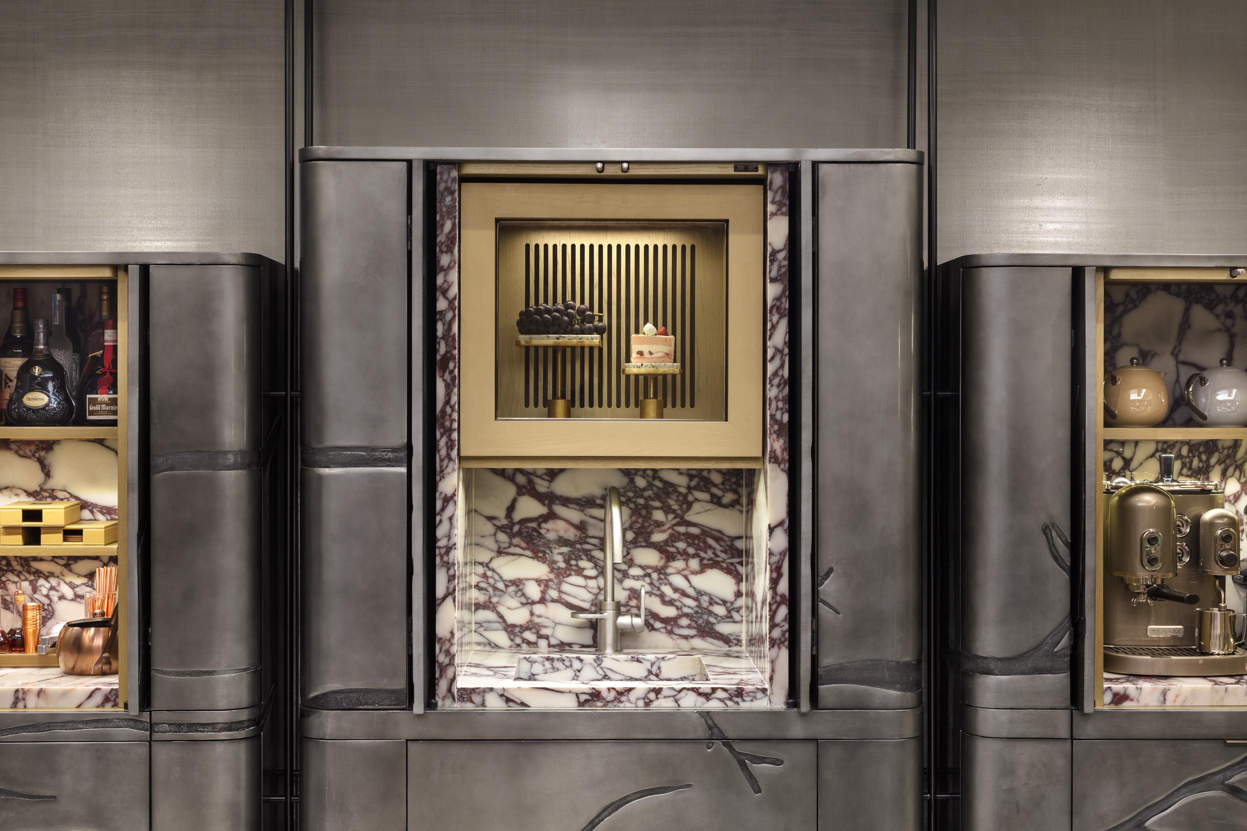 sensis_the_landmark_mandarin_oriental_wine_cellar_cigar_hongkong