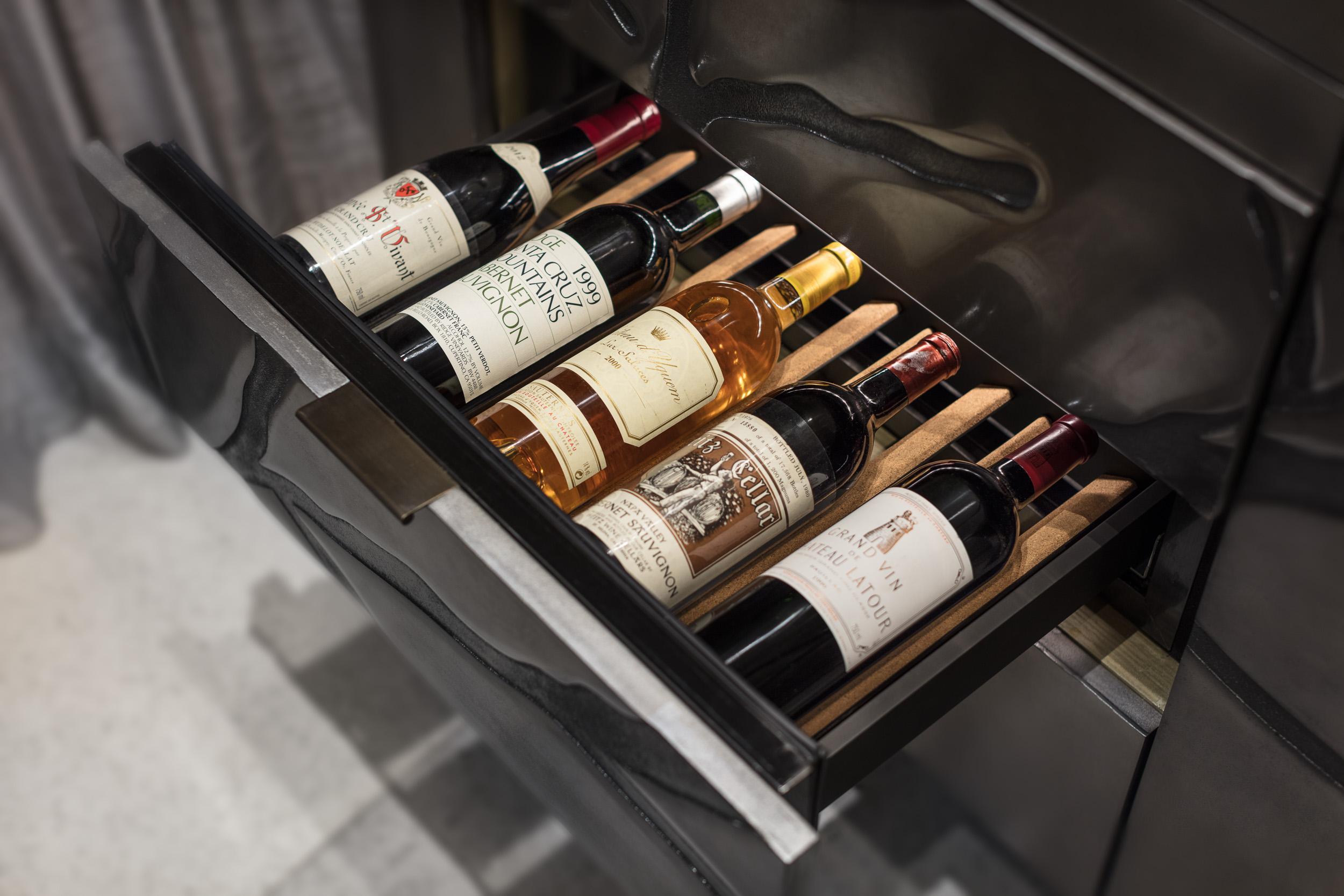 sensis_thelandmarkmandarinoriental_hongkong_winecellar