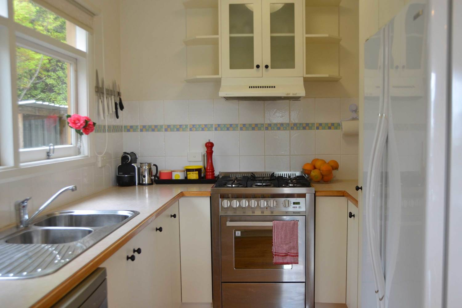 Fully Equipped Kitchen Mister Brightside 5 Bedroom Holiday House In Bright Vic