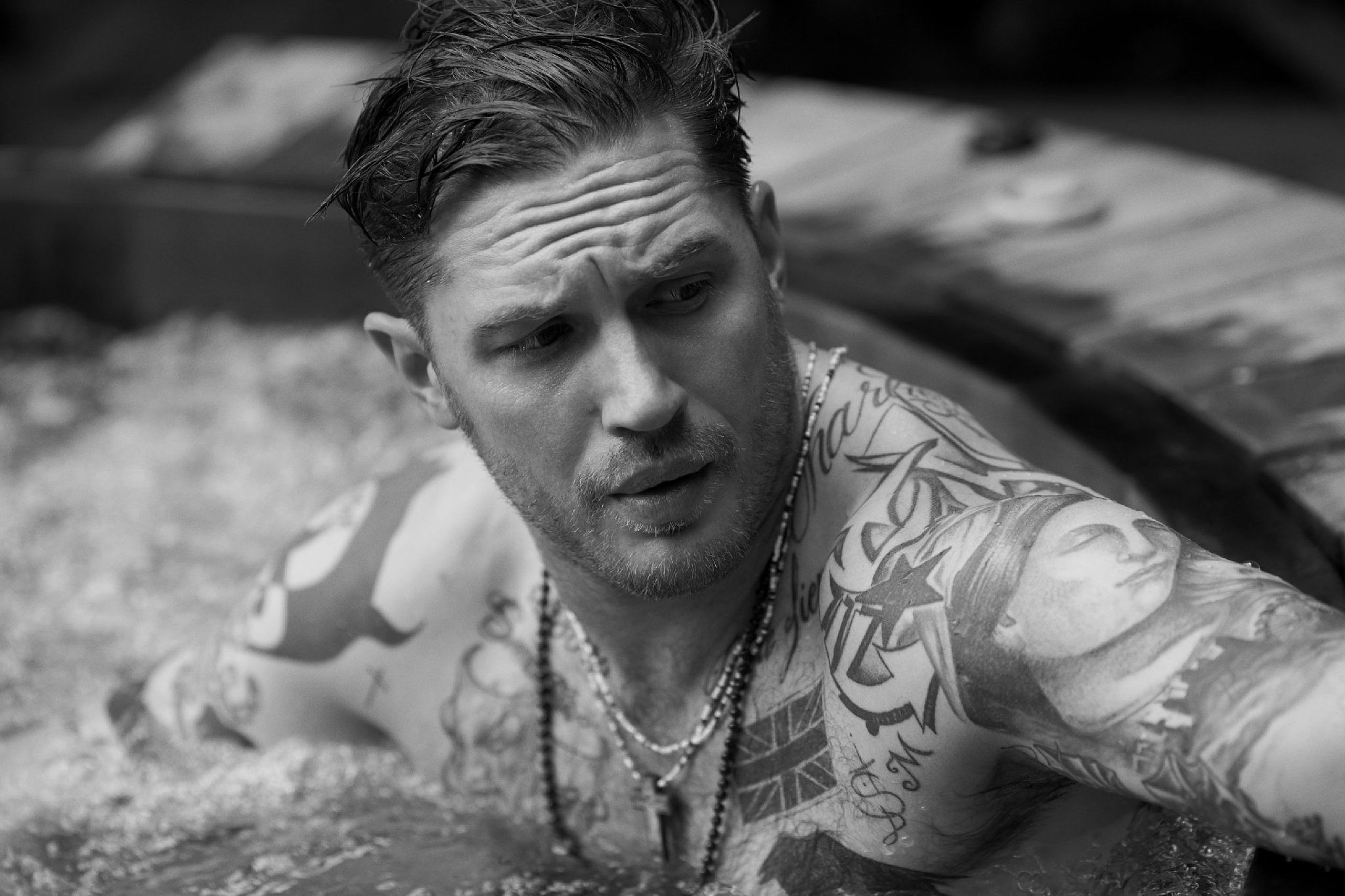 tom-hardy-opens-up-about-why-he-quit-suicide-squad-that-s-his-not-thrilled-face-presum-390229.jpg