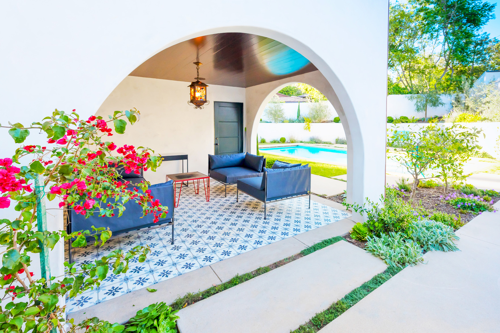 GRAYDONYEARICKARCHITECT.NEANDROSS.Tiled patio.jpg