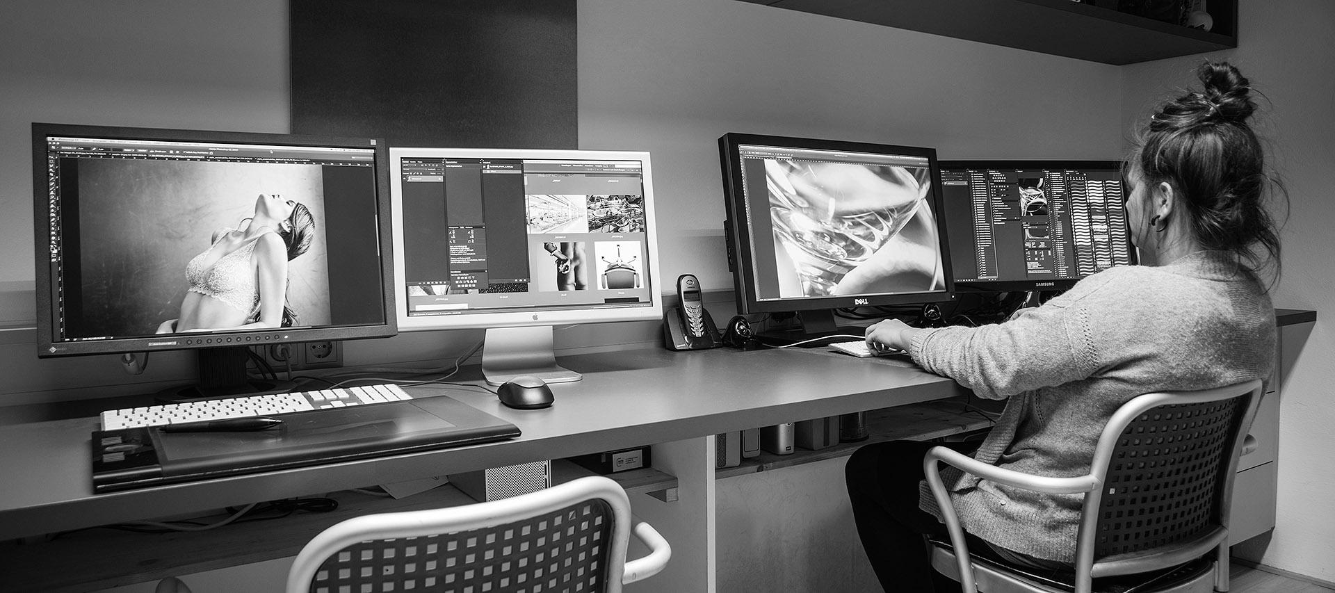 Bestens ausgestattete Arbeitsplätze sorgen für einen effizienten Workflow in der Bildbearbeitung und Bildmontage