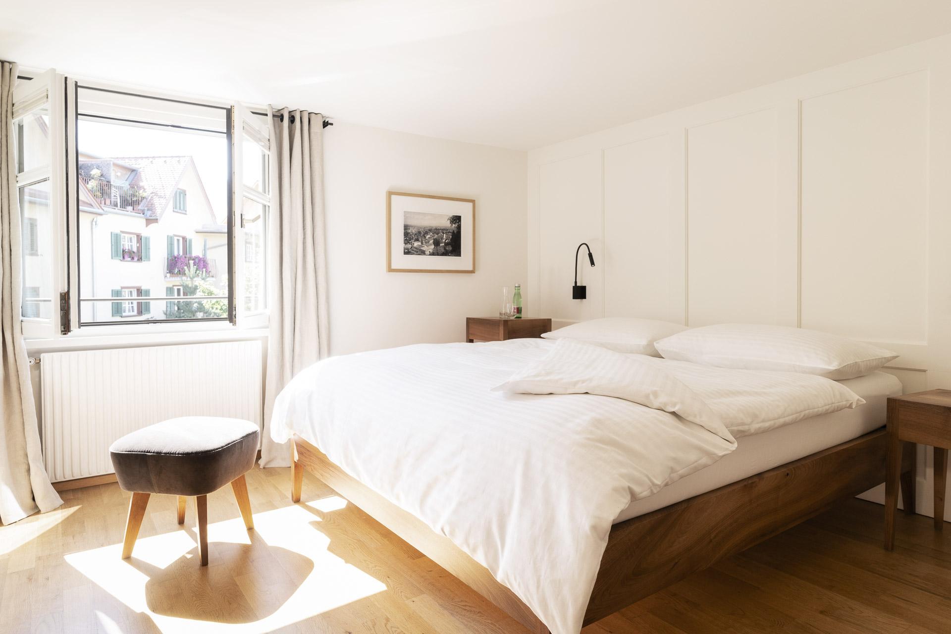 Fotowerk Hotelfotografie - helles Zimmer