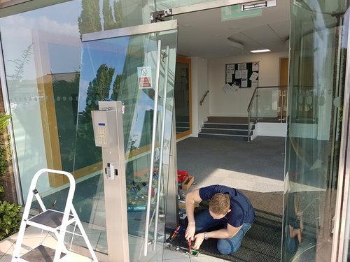 GLASS+DOOR+2.jpg
