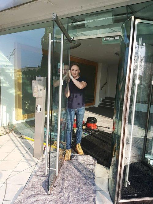 GLASS+DOOR+1.jpg