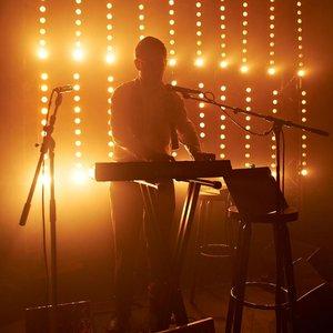 Steven Warwick performing as Heatsick