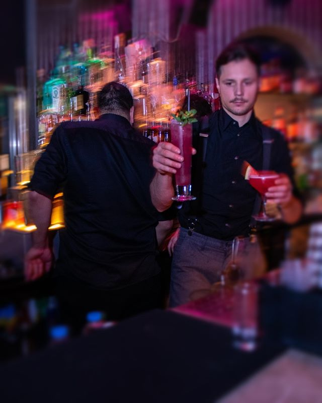It's finally Friday! Come and celebrate with us at Eclipse! 🍾🍹🍸 #cocktail #cocktails #cocktails🍹#cocktailbar #drinks #bar #drink #mixology #bartender #instagood #party #drinkup #photooftheday #gin #EclipseSouthKen #EclipseChelsea