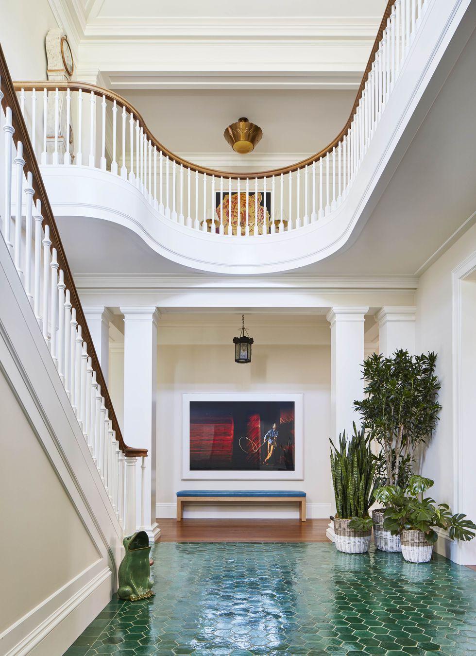 katie-ridder-hamptons-entry-hall-veranda-1556138304.jpg