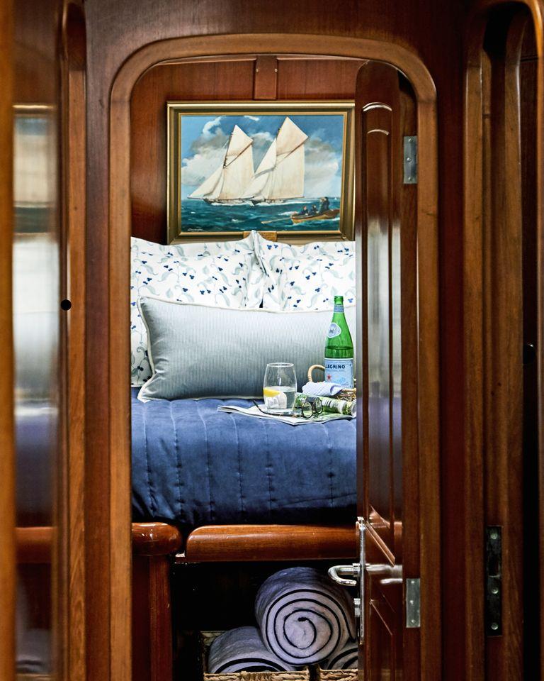 snowhawk-wooden-sailing-yacht-sloss-forward-cabin-bed-jpg-1561487898.jpg
