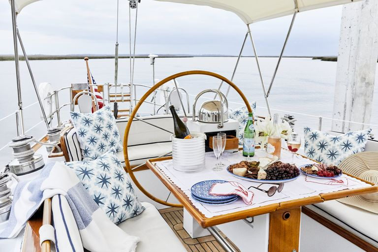 snowhawk-wooden-sailing-yacht-sloss-breakfast-banquette-cockpit-jpg-1561485611.jpg