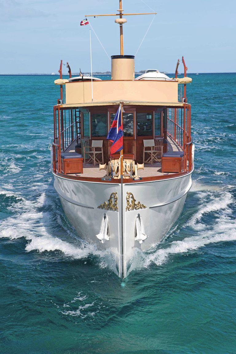 mathis-trumpy-freedom-yacht-in-water-veranda-jpg-1561411944.jpg