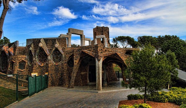 Colonia-Guell.jpg