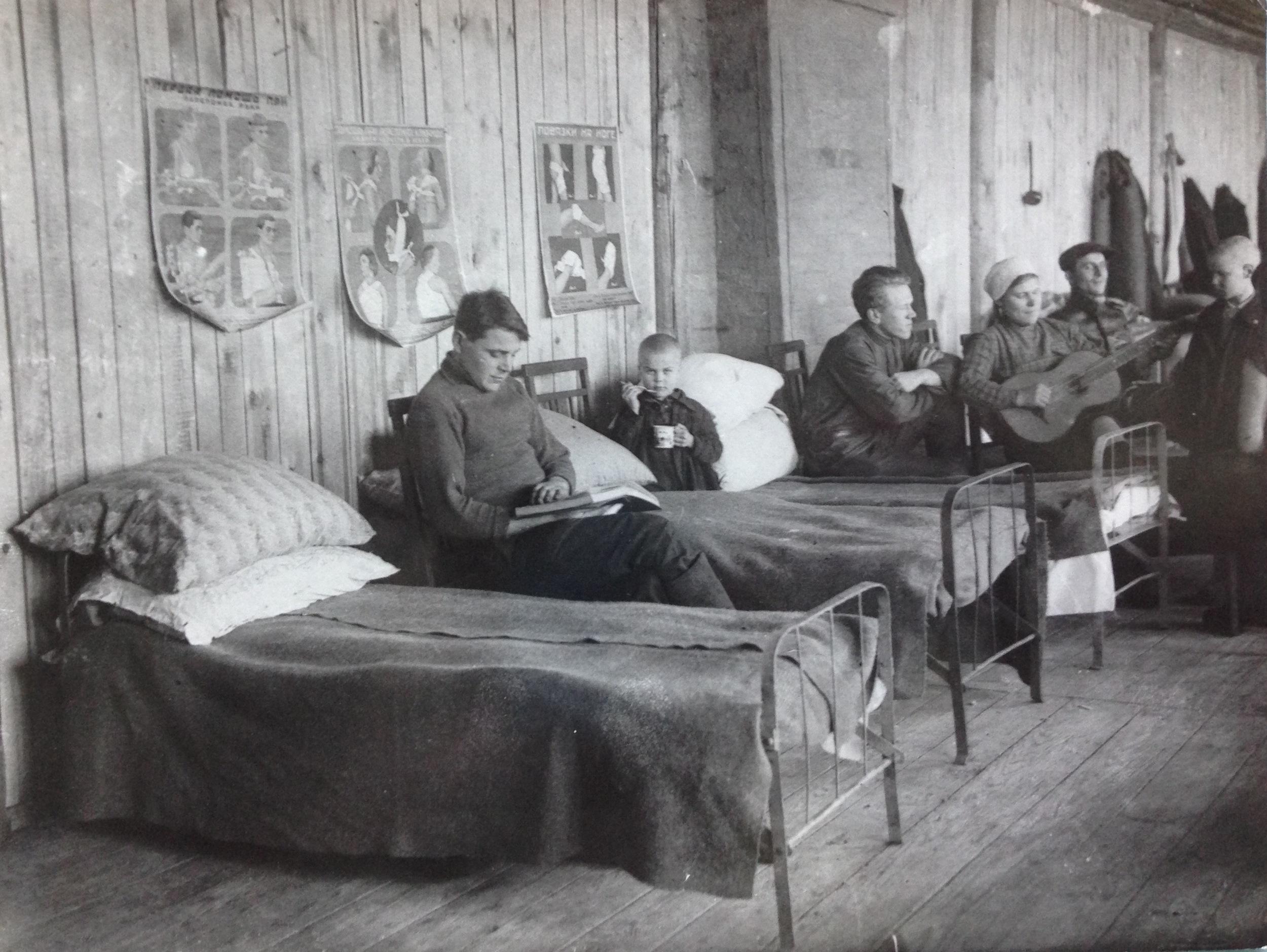 Family barracks, Magnitogorsk, c.1930 (Magnitogorskii kraevedcheskii muzei, MKM)