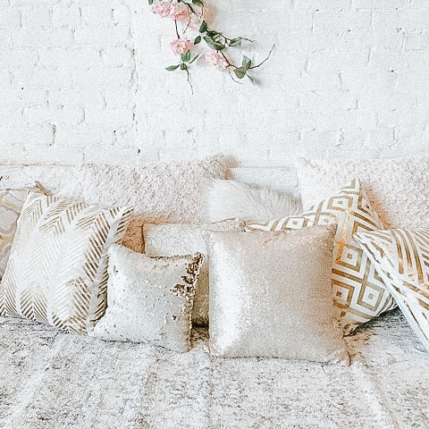 white+and+gold+pillows-2.jpg