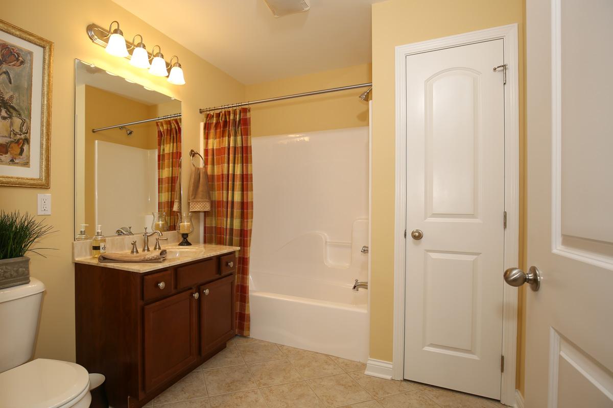 condo main bath.jpg