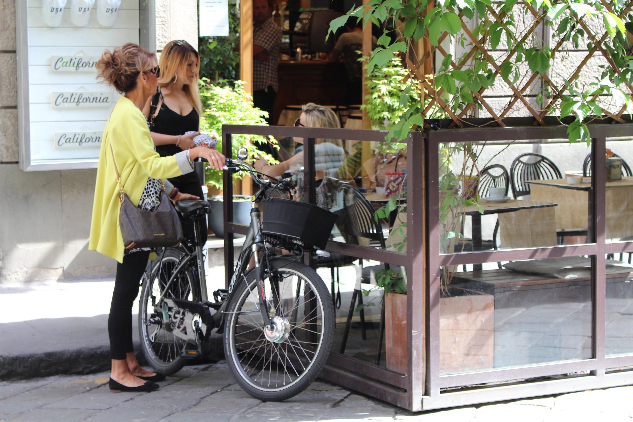 Every day life in Florence Italy. Style, bikes and girlfriends.