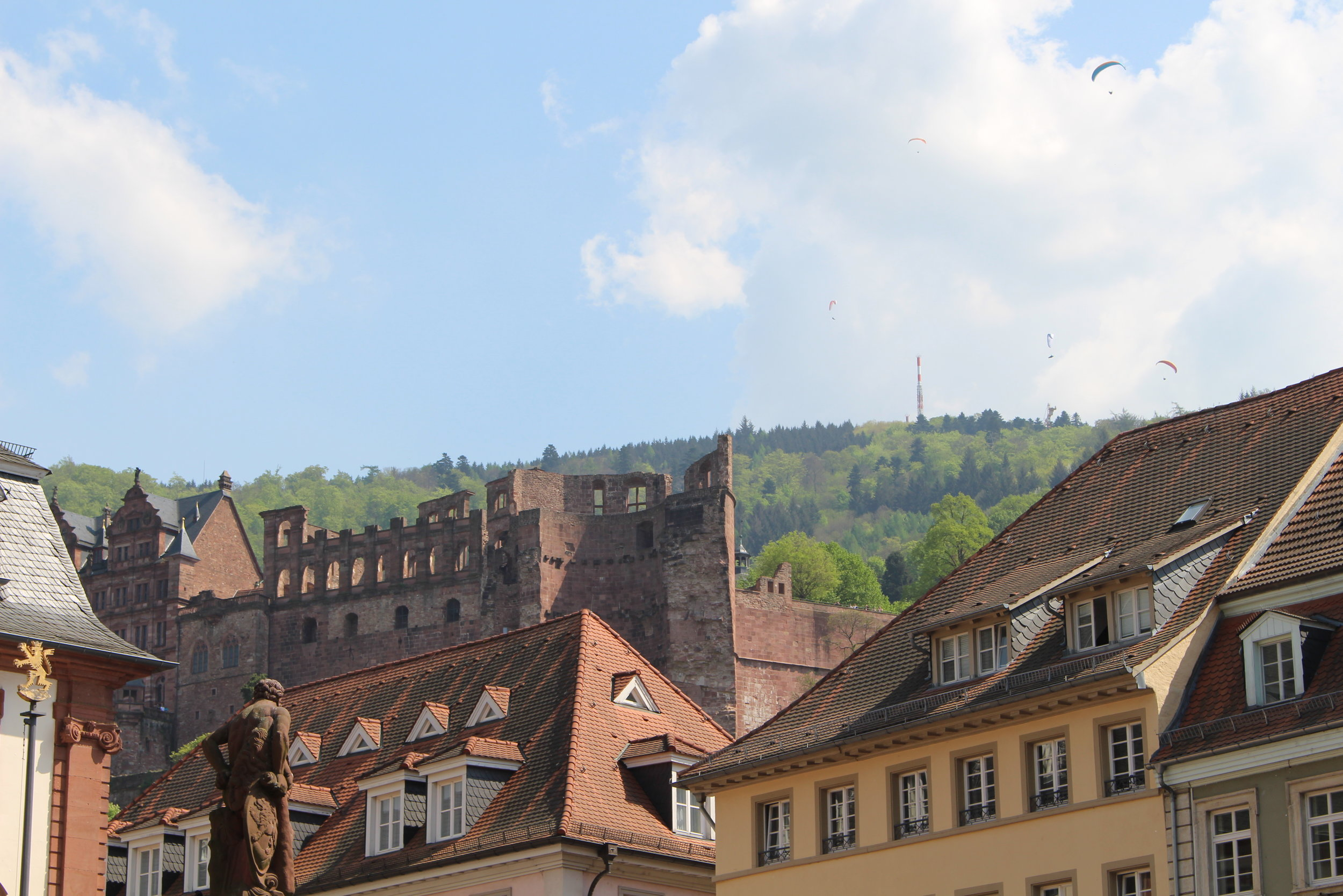 Hang-gliders about the Castle in Heidelberg, Germany