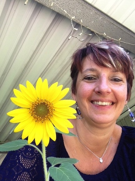 Marion+with+sunflower.jpg