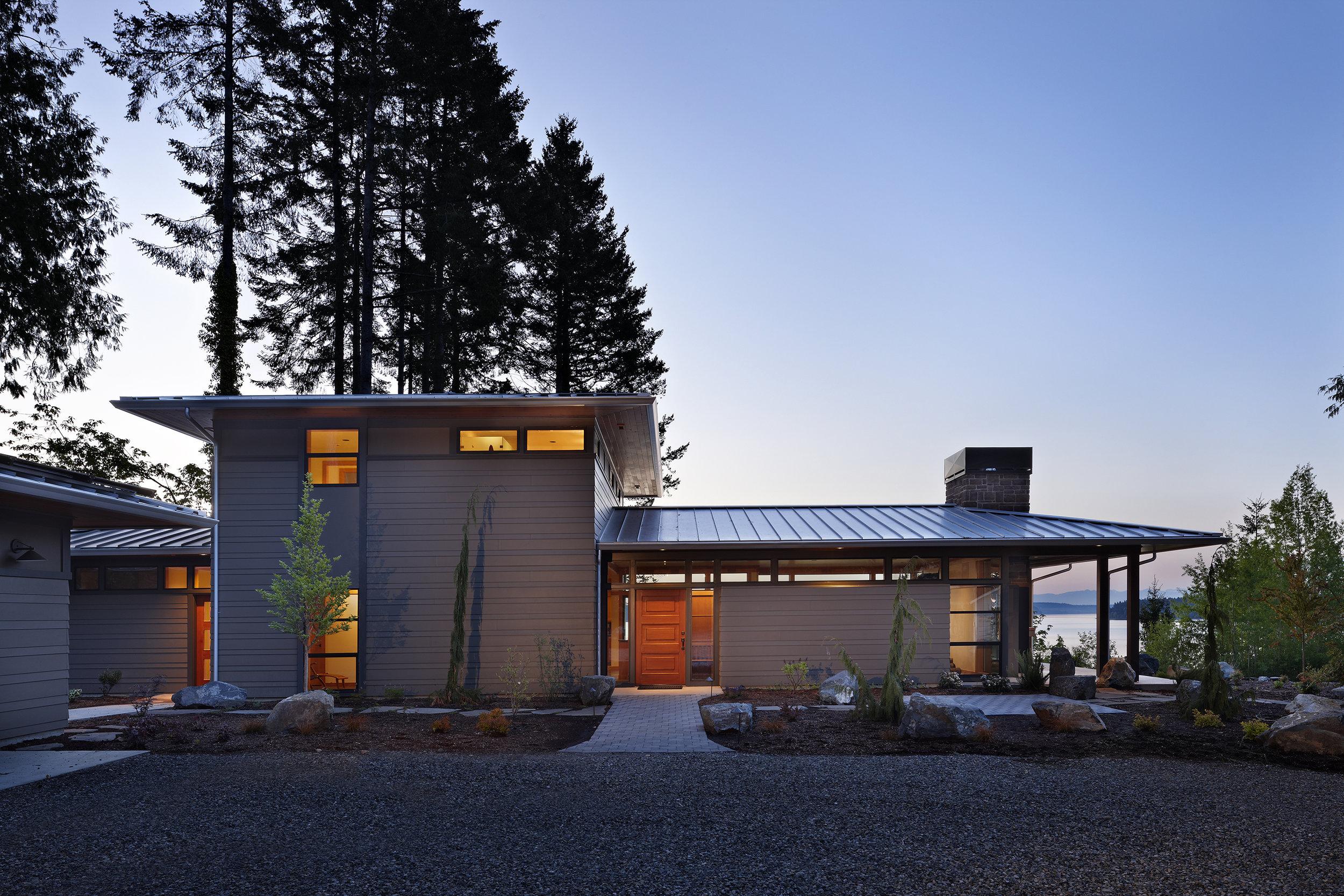BLUFF HOUSE