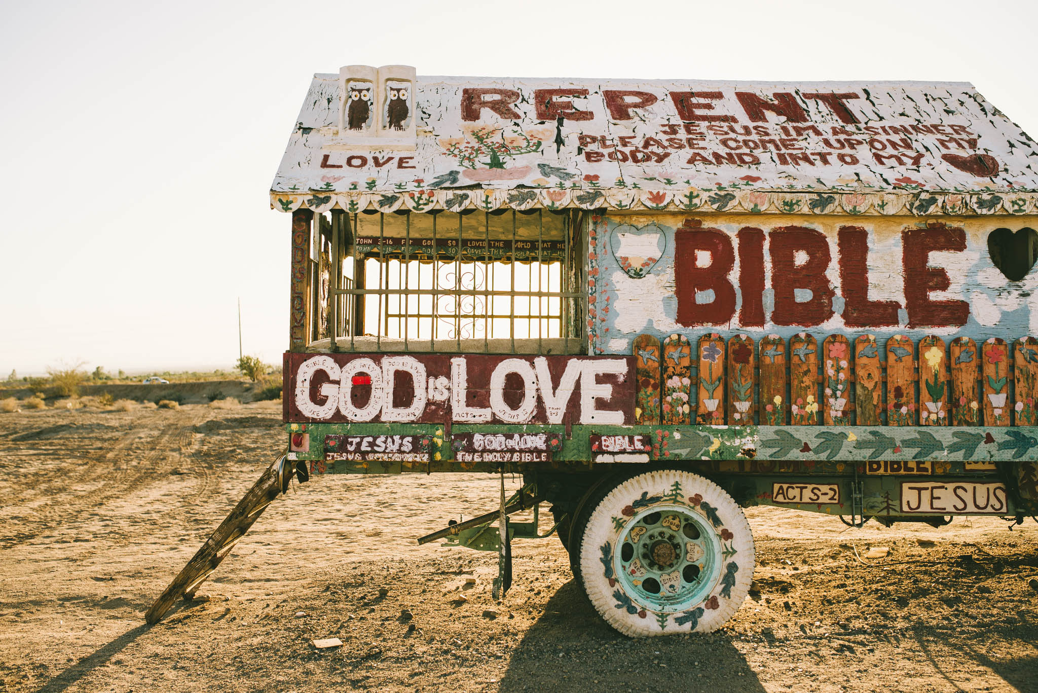 ©The Ryans Photography - Salvation Mountain - Travel Journal-3.jpg