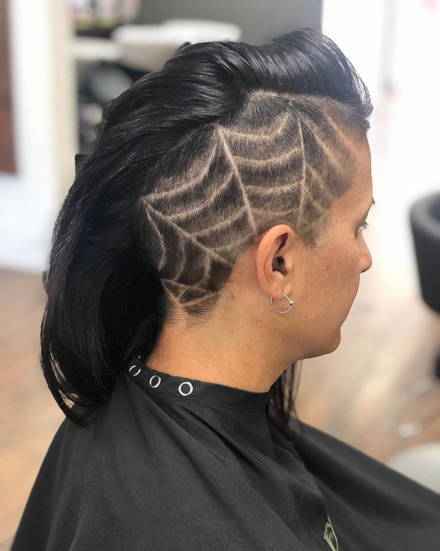 Getting into the Halloween spirit. 🕸Cut & design by @ljb.hair.artisan . #DedicationSalon #lagunaniguel #hairdesigns #orangecounty #hairbrained #americansalon #knottsscaryfarm #irememberhalloween