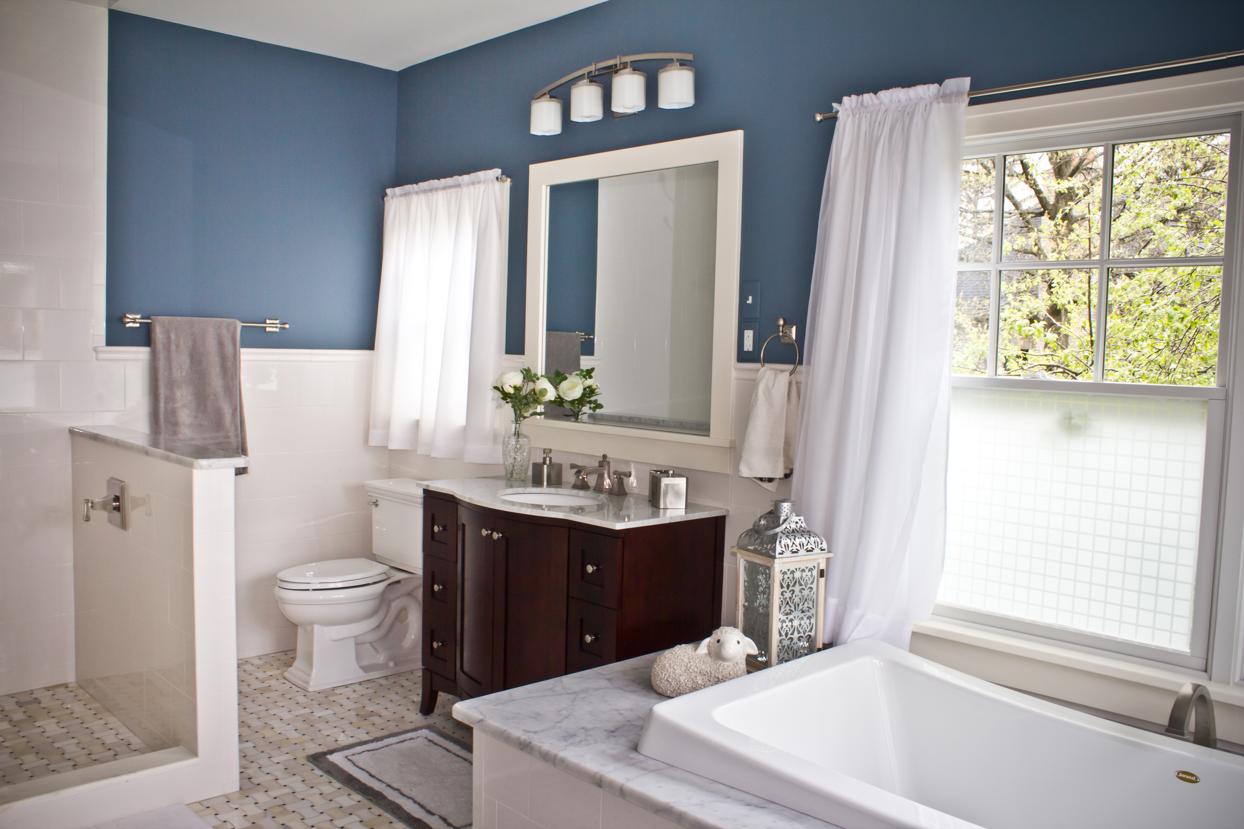blue-master-bathroom-marble