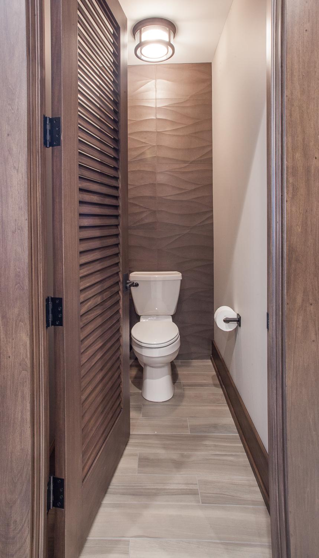 Masculine bathroom contemporary tile wall - Fuchsia Design
