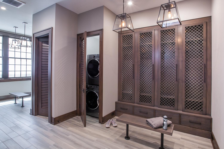 Masculine bathroom laundry room lockers contemporary - Fuchsia Design