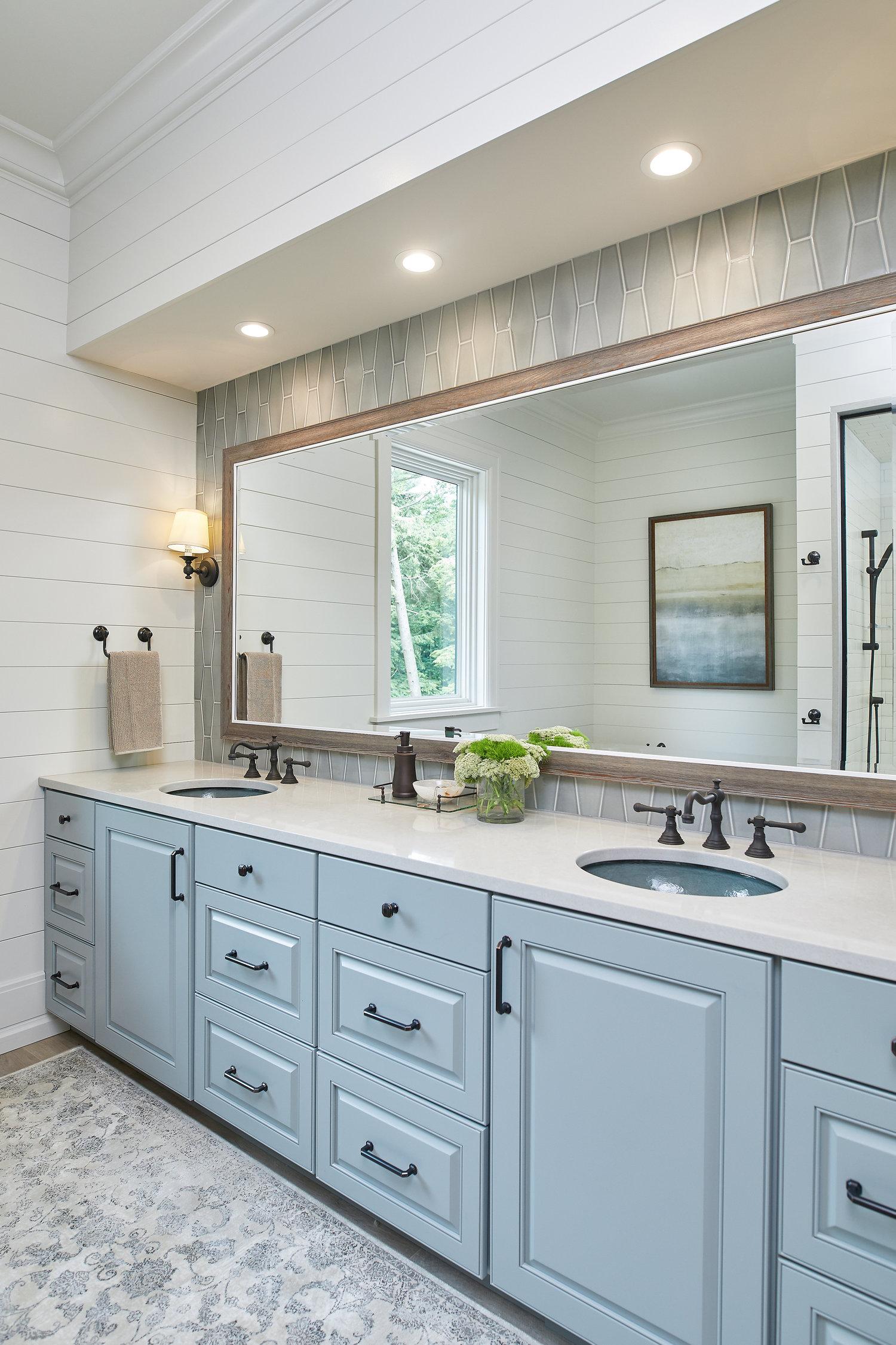 Lake House Master Suite Grand, Lake House Bathroom Images