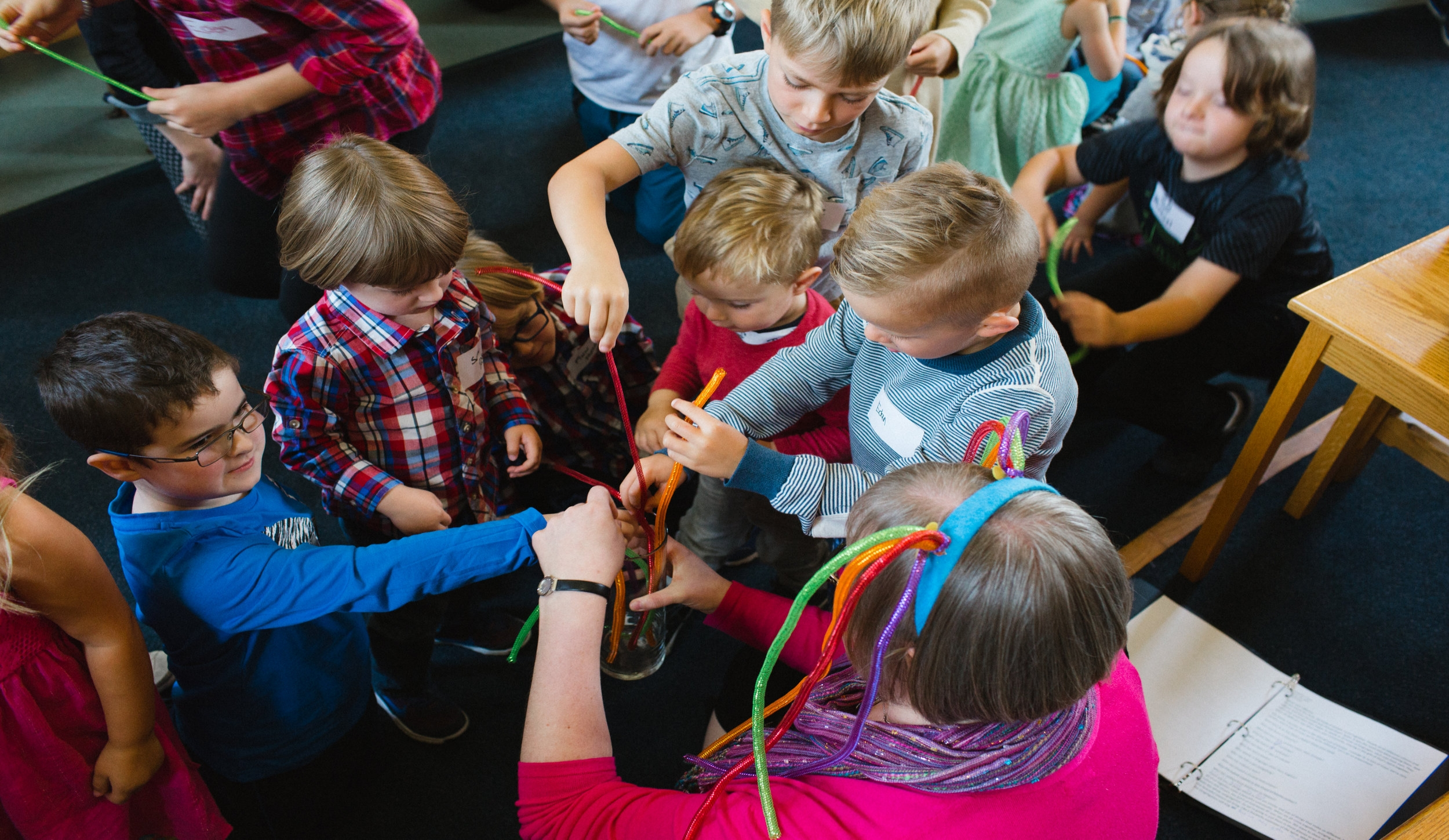 gatheringsunday2017-9childrenweaving.jpg