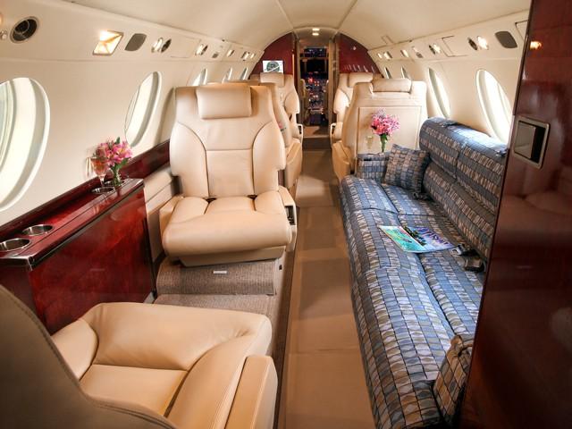 Falcon 200.501 Interior.jpg