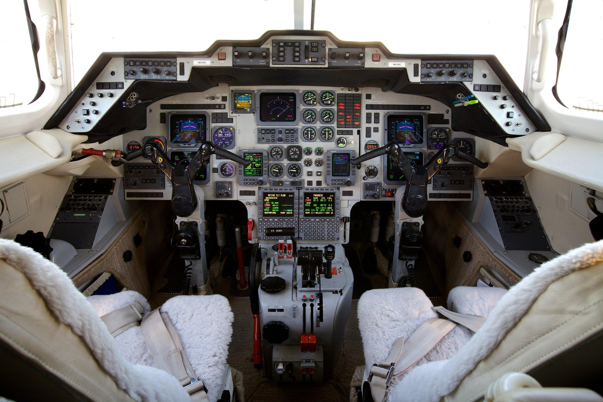 800XP.258464 Cockpit.jpg