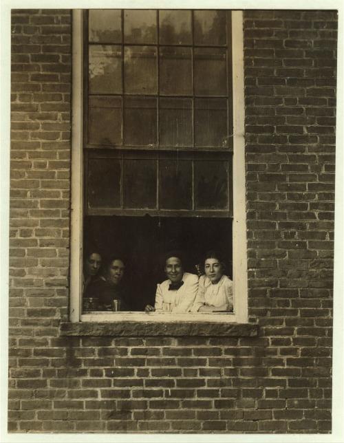 Noon hour, Holden-Leonard Co., Bennington, Vt.   Photographer: Lewis Wickes Hine (1874-1940)   Library of Congress