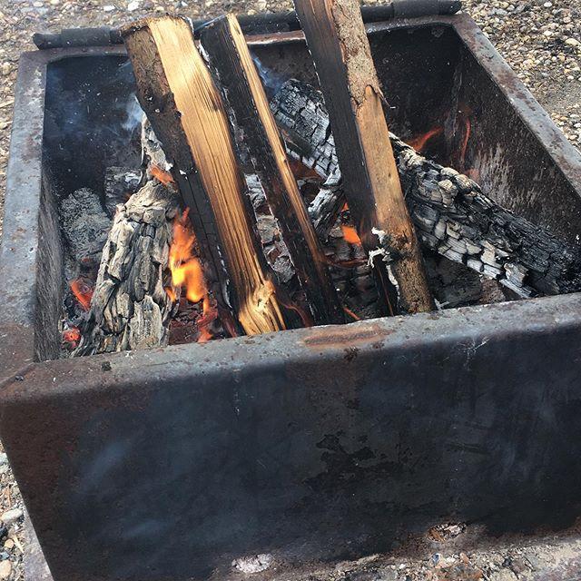 #wintercamping #outdoorcooler #axeathand #bonfire #nothingshouldstopyou #weathercantstopus #cozywarm #eastbluelake #duckmountain
