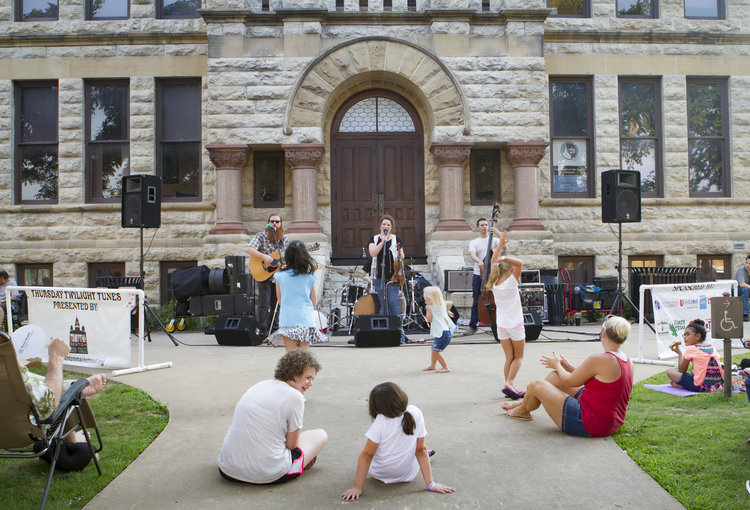 Photo by Tammi Paul of a band playing on the courthouse lawn