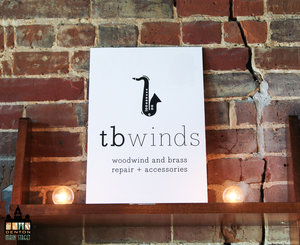 a picture of the white tb winds sign