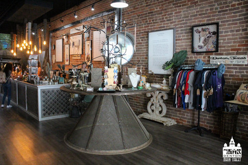 a picture of the inside of a storefront with jewelry.