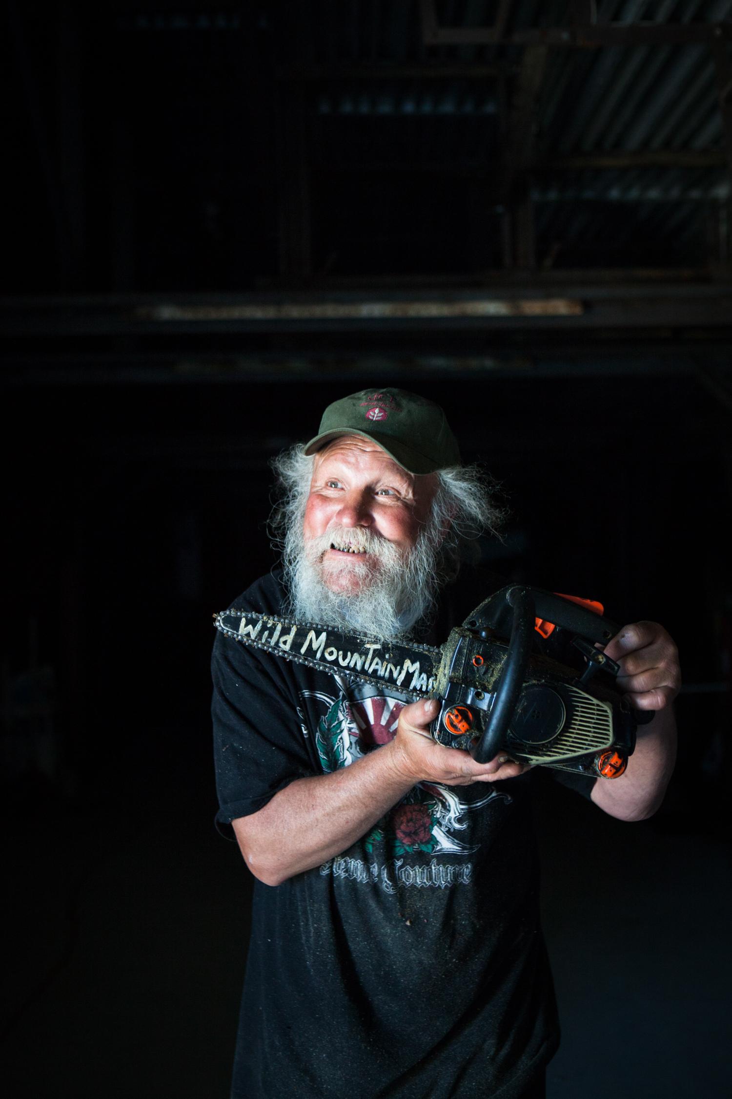 Chainsaw artist Ray Murphy- Hancock, Maine