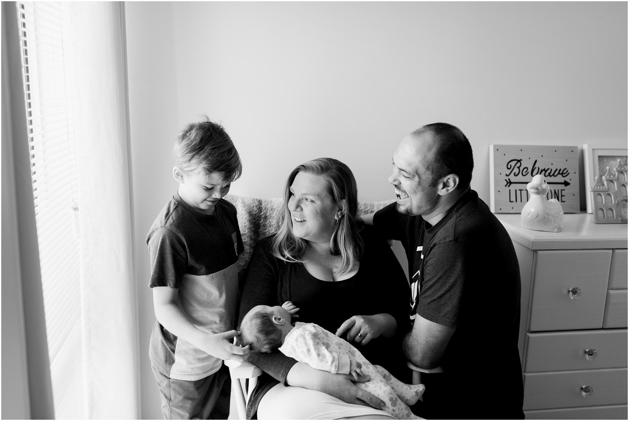 newborn-family-photography-lifestyle-home-baby6.jpg
