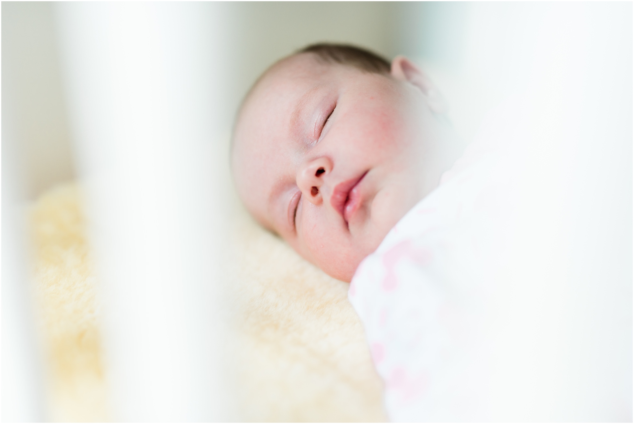 newborn-family-photography-lifestyle-home-baby13.jpg