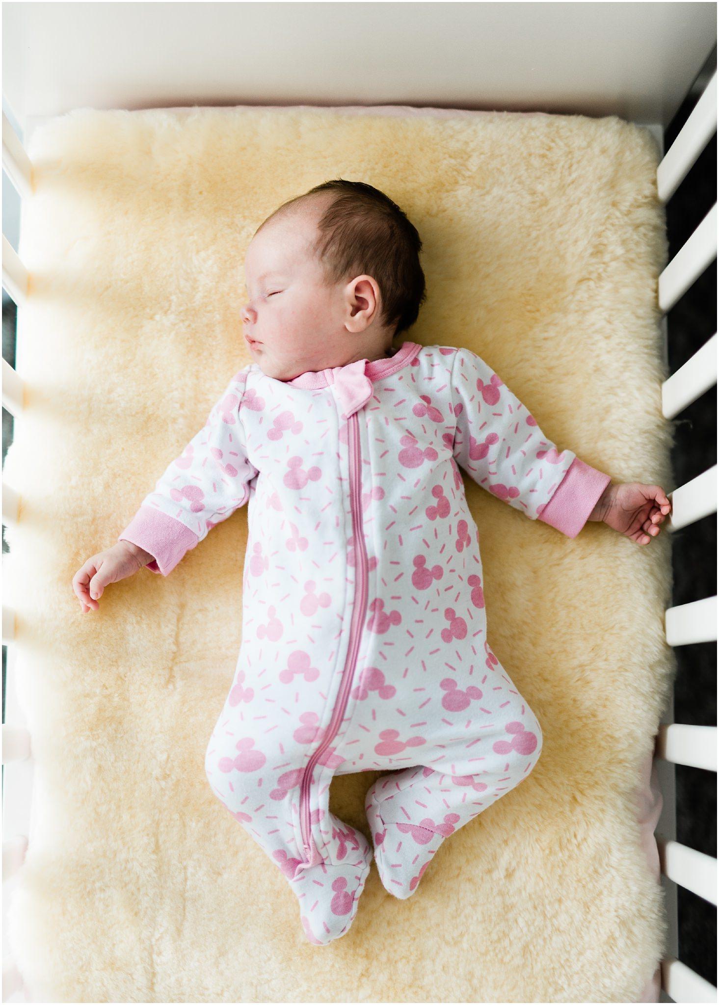 newborn-family-photography-lifestyle-home-baby15.jpg