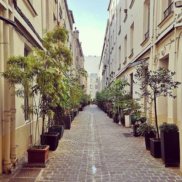 Les ruelles cachées de Paris... #parisiloveyou #surprise #paris10