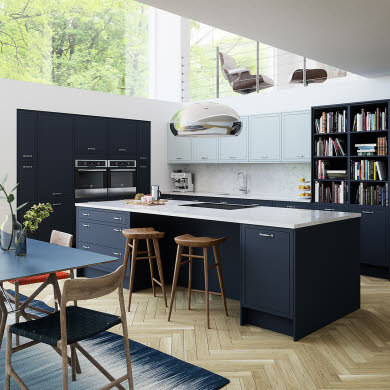 The Newbury midnight kitchen by Magnet
