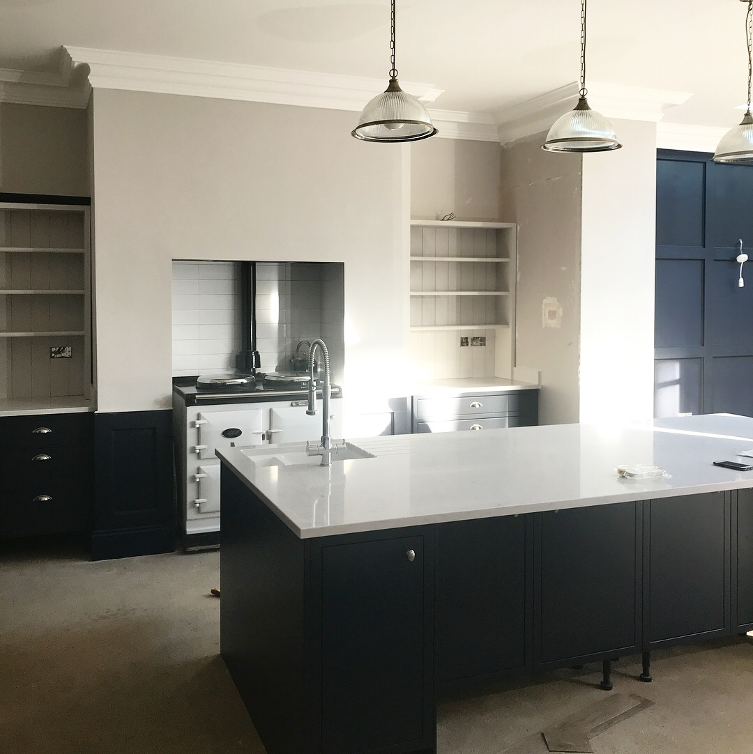 My new white worktops and the dark or light alcove dilemma